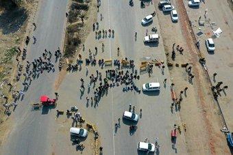 المزارعون في الهند يغلقون الطرق السريعة عبر البلاد احتجاجا على قوانين زراعية