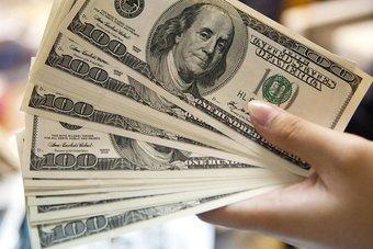 الدولار يرتفع مع صعود عائدات السندات قبل توقعات مجلس الاحتياطي