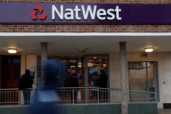 بريطانيا تتخلى عن أسهم في مصرف نات ويست بقيمة 1.1 مليار جنيه