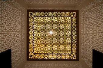 """""""إسقاط الضوء"""" شكل آخر من الفن الضوئي في معرض """"نور على نور"""""""