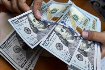 الدولار يبلغ ذروة 4 أشهر مع مخاوف من إغلاقات أوروبا ورفع ضرائب أمريكية