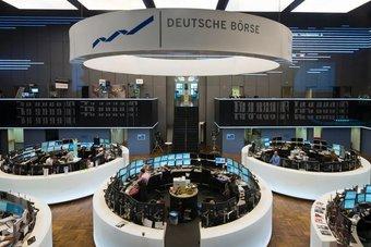 الأسهم الأوروبية تحوم قرب مستويات قياسية بسبب ارتفاع قطاع البنوك