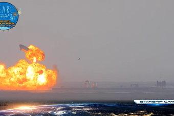 """بعد رحلة تجريبية .. هبوط صاروخ """"سبيس اكس"""" ثم انفجاره"""
