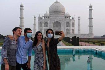 """بعد تهديد بوجود قنبلة .. إغلاق """"تاج محل"""" في الهند وإجلاء السائحين"""
