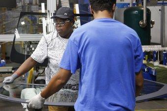 نمو الوظائف الأمريكية يفوق التوقعات في فبراير.. ومعدل البطالة يتراجع إلى 6.2%