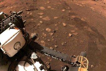 """الروبوت """"برسيفرنس"""" يتحرك للمرة الأولى على المريخ"""