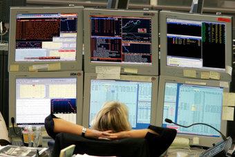 الأسهم الأوروبية تطارد ذروة قياسية مع تحسن أنشطة المصانع