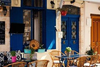 المطاعم اليونانية تعاني بعد أشهر من الإغلاق.. 6 من كل 10 مؤسسات مهددة