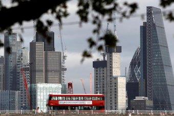 اقتصاد بريطانيا ينمو 0.4% على أساس شهري في فبراير
