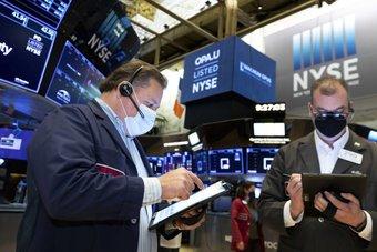 مؤشرات الأسهم الأمريكية عند مستويات قياسية بفضل نتائج الأعمال ومبيعات التجزئة