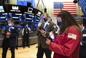 """مؤشرات الأسهم الأمريكية تصعد بدعم التكنولوجيا وسط توقعات قوية لأرباح """"ميكرون"""""""