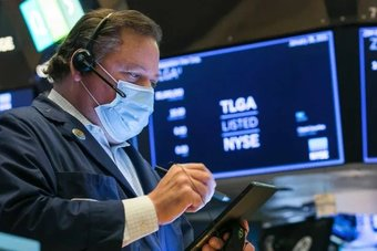 الأسهم الأمريكية تستقر مع بدء التداولات وسط إعلانات النتائج وانخفاض طلبات الإعانة