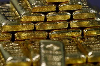 الذهب يسجل أقل مستوى في أسبوع مع ارتفاع العائدات قبل بيان الاحتياطي الاتحادي