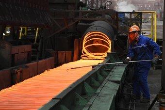 أسعار الصلب تتجه إلى مستويات قياسية في الصين بعد إجراءات الحد من الانبعاثات