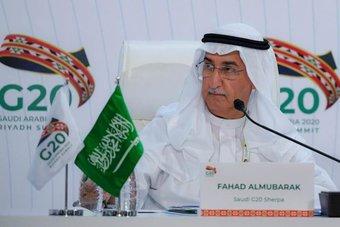 """محافظ """"ساما"""" : أتوقع تعافي الاقتصاد السعودي بشكل إيجابي هذا العام"""