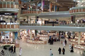 قصر العمل في المولات على السعوديين .. وزيادة نسب التوطين في المطاعم والمقاهي