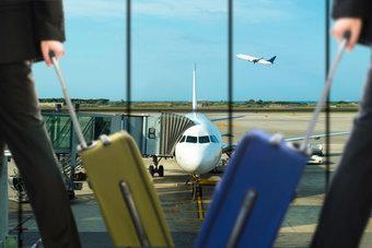 حركة النقل الجوي العالمي تواصل تراجعها في فبراير