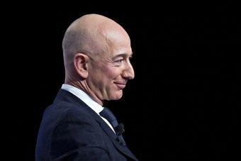 رئيس أمازون يقدم نفسه مدافعًا عن الاقتصاد الأمريكي بتأييده زيادة الضرائب