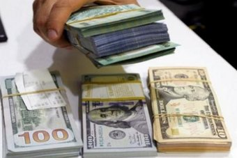 """انتعاش الدولار يفقد زخمه والمخاوف بشأن """"أسترازينيكا"""" تضغط على الإسترليني"""