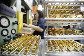 عوامل معاكسة تضغط على الذهب بفعل التعافي الصيني والأمريكي