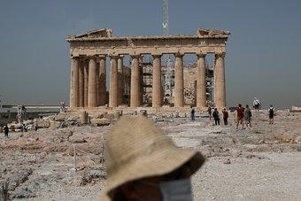 اليونان تفتح أبوابها رسميا أمام السائحين الأجانب