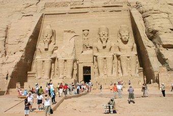 مصر حريصة على تعافي قطاع السياحة بنهاية العام