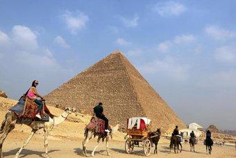 مصر : نتوقع تعافي قطاع السياحة لدينا بالكامل منتصف 2022