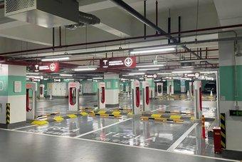 تزايد محطات الشحن ينعش الآمال بازدهار سوق السيارات الكهربائية في أمريكا
