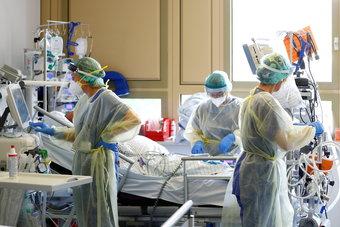 منظمة الصحة: وفيات كورونا أكبر بكثير من الأعداد الرسمية