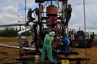 محللون: الطلب النفطي يلقى دعما من تعافي الاقتصاد الأمريكي وإنهاء الإغلاق الأوروبي
