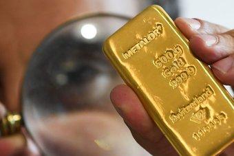 """الذهب يرتفع مع زيادة إصابات """"كورونا"""" وتراجع السندات الأمريكية"""