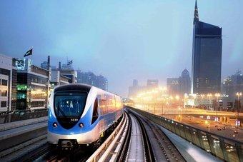 دبي تخطط للتحول إلى وسائل نقل عام عديمة الانبعاثات بحلول 2050
