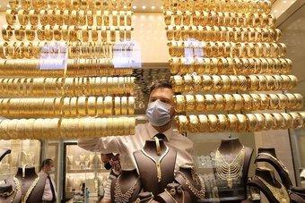 الذهب يرتفع مع تراجع في عوائد سندات الخزانة الأمريكية
