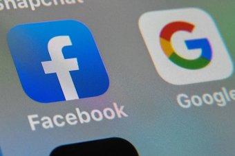 """""""جوجل"""" و""""فيسبوك"""" يتعهدان بدفع 600 مليون دولار لدعم منافذ إخبارية .. هل تكفي الوعود؟"""
