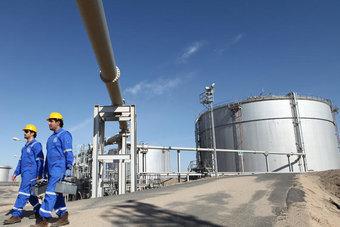 الكويت ترفع سعر بيع النفط الرسمي لآسيا في يوليو