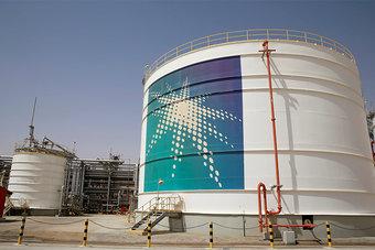مصادر: السعودية ستورد كامل كميات النفط الخام في يوليو للمشترين في آسيا