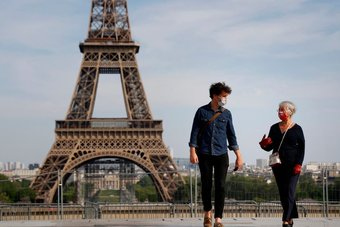 فرنسا تحقق هدف تطعيم 30 مليونا ضد كورونا