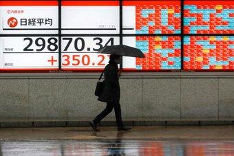 """الأسهم اليابانية ترتفع ومكاسب لسهم """"توشيبا"""" بعد الإطاحة بعضوين في مجلس الإدارة"""