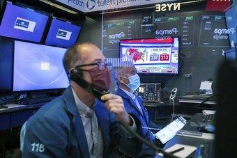 تراجع المؤشرات الأمريكية مع اقتراب «ستاندرد آند بورز» من ذروة قياسية .. الأنظار تتحول إلى «الفيدرالي»