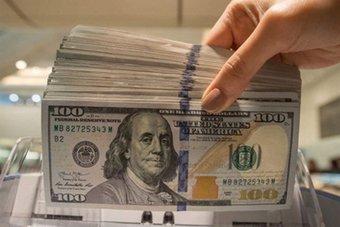 تعاملات حذرة على الدولار في ظل عدم اليقين إزاء اجتماع مجلس الاحتياطي