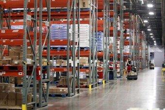 انخفاض مخزونات الشركات الأمريكية في أبريل مع ارتفاع المبيعات