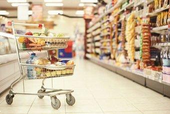 """تراجع إنفاق المستهلكين الأسبوعي في السعودية 6.6 % .. و""""محطات الوقود"""" الأعلى منذ عام"""