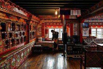 رعاة ومزارعو التيبت يتحولون إلى السياحة