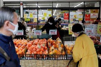 أسعار المواد الاستهلاكية في اليابان ترتفع للمرة الأولى منذ 14 شهرا
