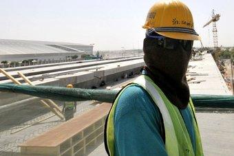 سلطنة عمان: العمالة الأجنبية تراجعت 200 ألف في عام حتى مارس