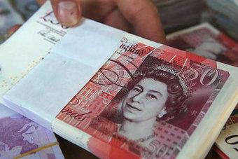 الدولار مستقر .. والإسترليني يهبط قبل اجتماع لبنك إنجلترا