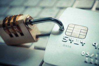 تطبيقات خبيثة تتخفى في أجهزة مستخدمي «أندرويد» للوصول إلى حساباتهم المصرفية