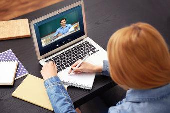 التعلم الإلكتروني والعمل بوظائف موقتة... واقع تلامذة أميركيين كثر خلال الجائحة