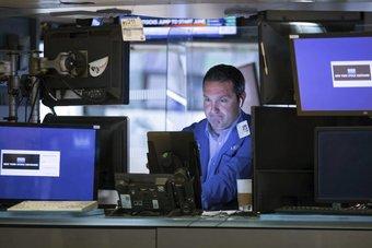 ارتفاع طفيف لمؤشرات الأسهم الأمريكية .. غياب المحفزات يبقي زخم التداولات بطيئا