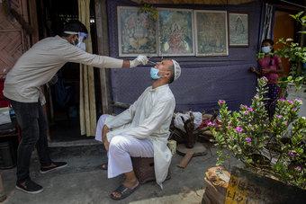 أكثر من 42 ألف إصابة و1206 وفيات جديدة بكوفيد-19 في الهند